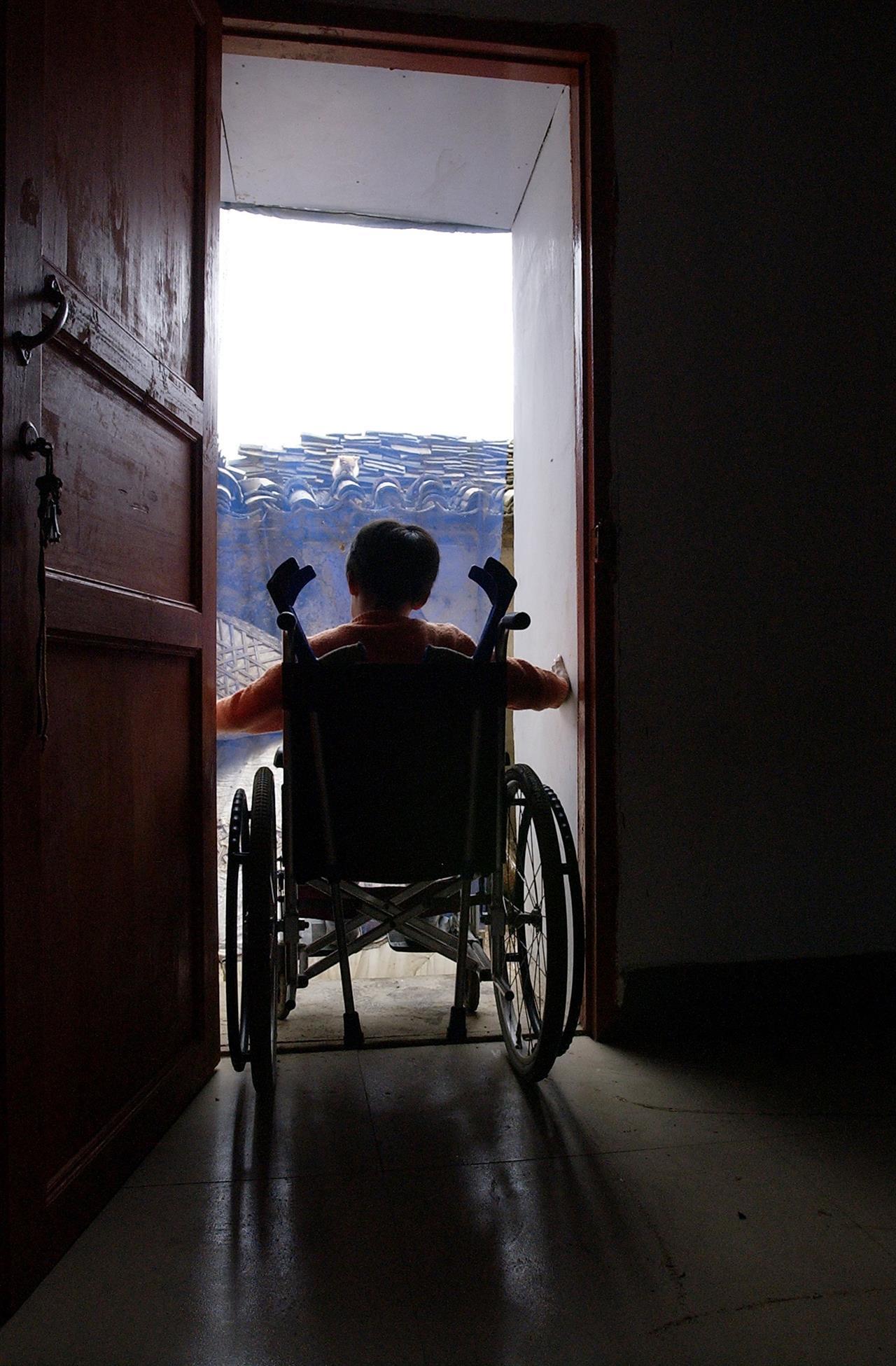 Da tre anni porta a scuola in spalla il compagno disabile - Porta pistola da spalla ...