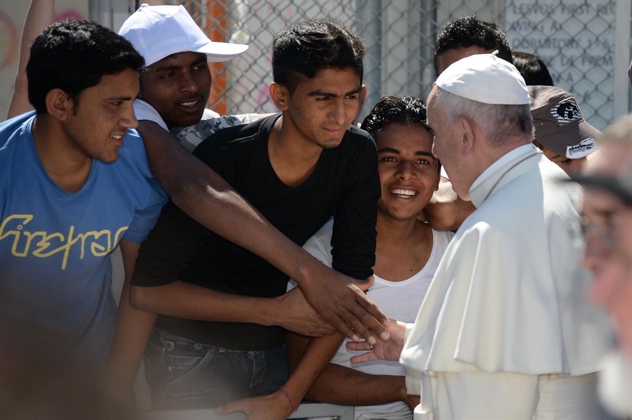 Profughi e migranti: Papa Francesco darà la linea in prima persona