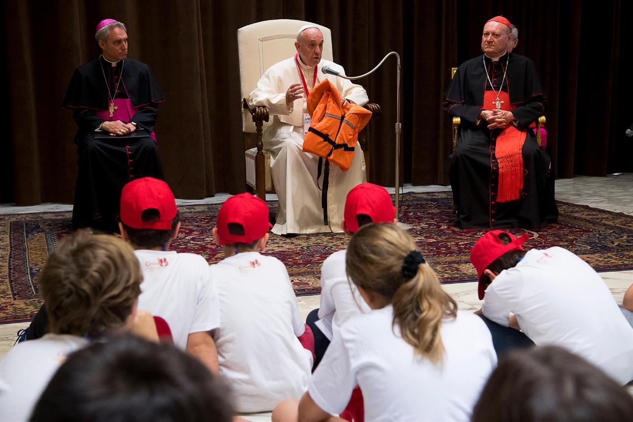 Tornielli: «Quella del Papa sui migranti una scelta dall'altissimo valore simbolico»